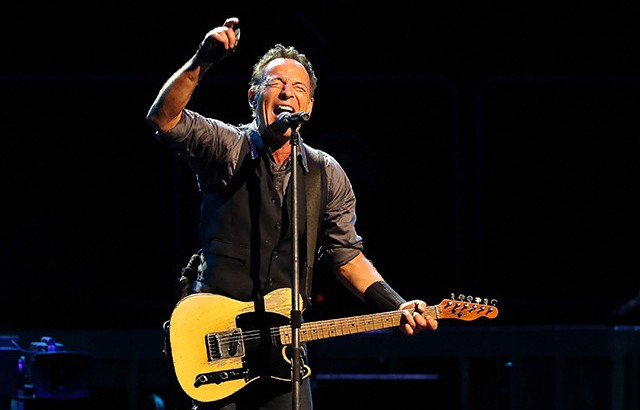 bruce-springsteen-david-bowie-tribute-spin-650x417-640x417