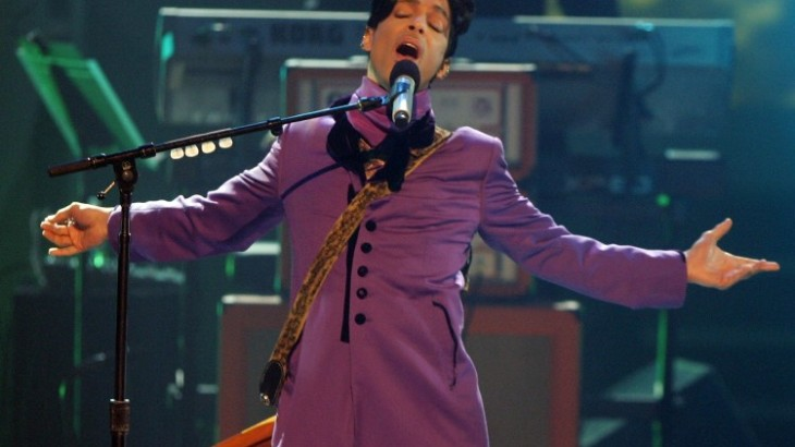 LOS ANGELES, CA - JUNE 27:  Musician Prince performs the Chaka Khan tribute onstage at the 2006 BET Awards at the Shrine Auditorium on June 27, 2006 in Los Angeles, California.  (Photo by Frazer Harrison/Getty Images)